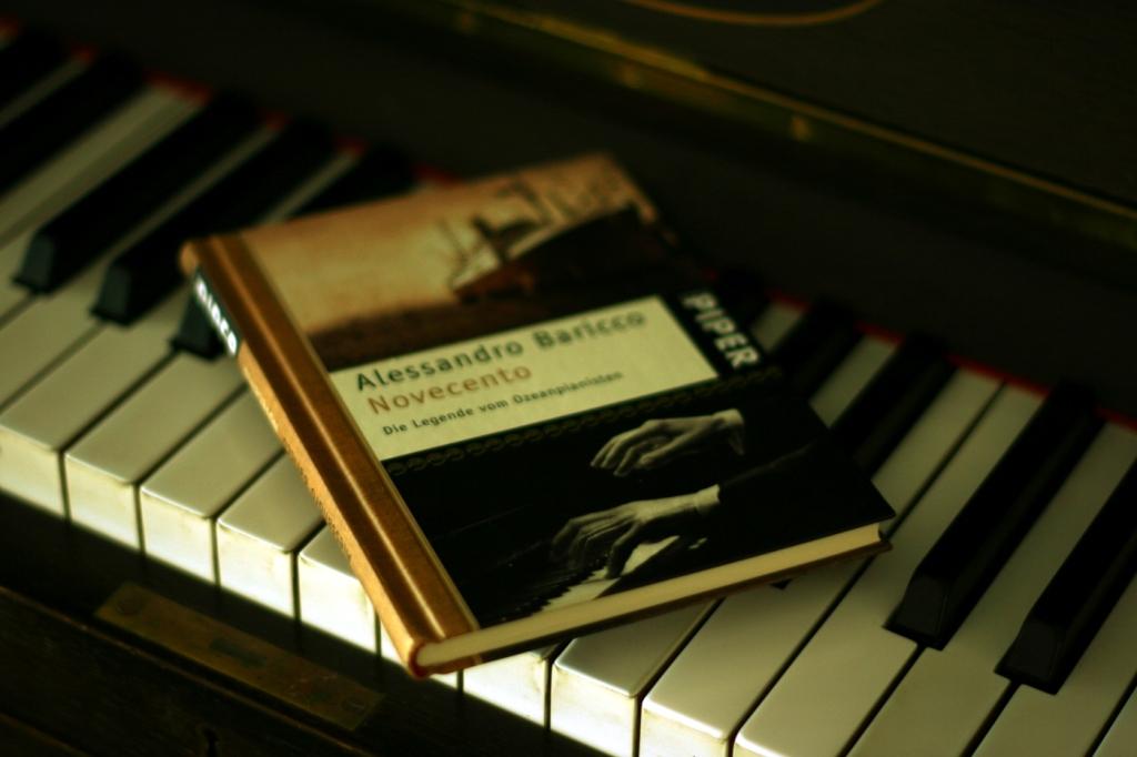 Novecento-Cover